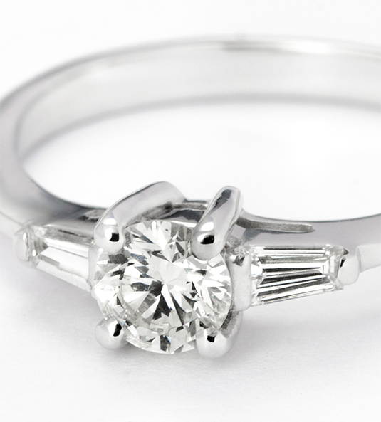 Navas-Joyeros_Solitario-diamante_SARA-NAVARRO-02_detalle_0,35+0,30
