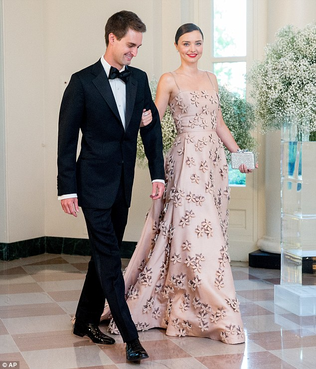 34259F0900000578-3590231-Miranda_Kerr_and_Evan_Spiegel_stole_the_show_at_the_White_House_-m-87_1463219196321